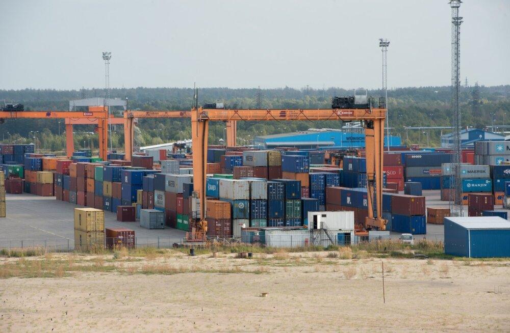 Konteinerid Muuga sadamas. Praegu kaubad liiguvad, paanikat ei maksa külvata. Mis edasi saab, on üsna raske prognoosida.