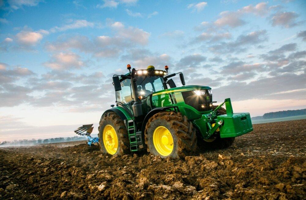 John Deere'i traktorite mullune müügiedu põhineb peamiselt universaalsete masinate suurel osakaalul, mida iga agrofirma vajab võimsate põllumasinate kõrvale.