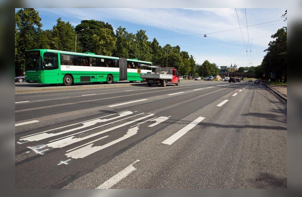 Bussirada taksopargi ristmikul