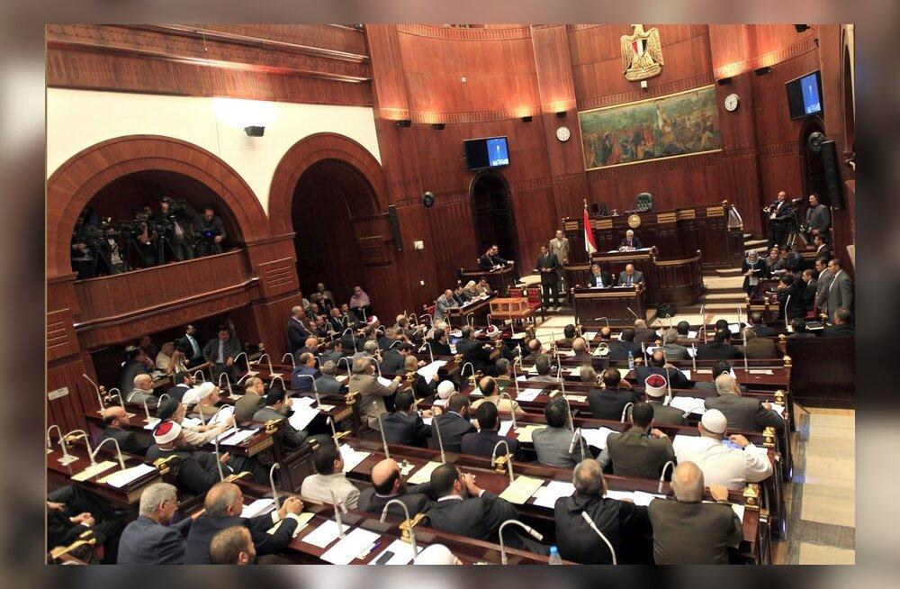 Egiptuse islamistid kiitsid kiirustades heaks uue põhiseaduse eelnõu