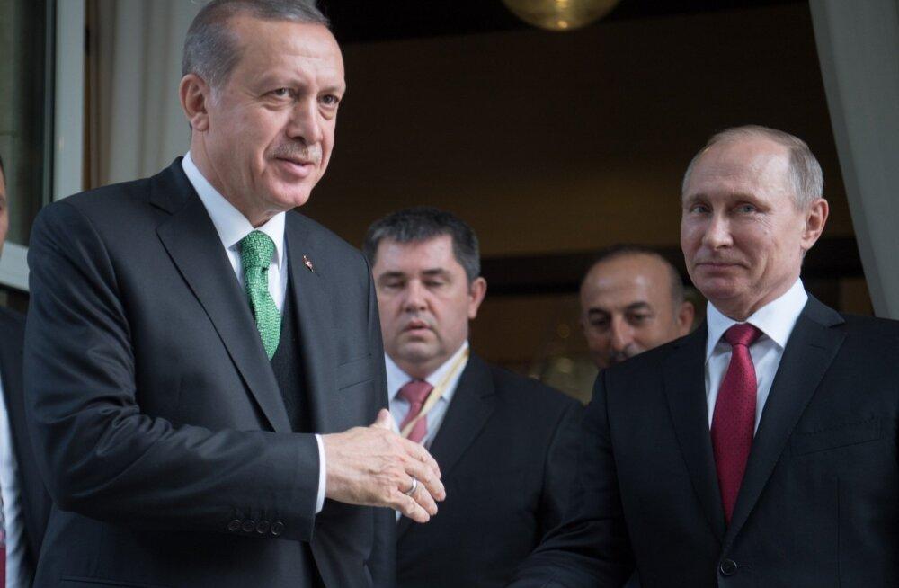 Россия инвестирует в Турцию $22 млрд... За это Эрдоган  назвал Путина «дорогим другом»...