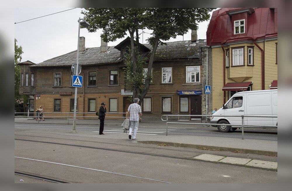 Разваливающийся дом не может взять кредит на ремонт из-за принадлежащих городу нескольких квартир
