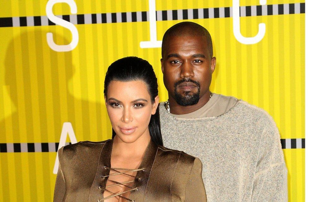 FOTOD | Abielu ongi läbi? Morn Kim Kardashian lendas pärast hüsteerilist tüli üksi koju tagasi