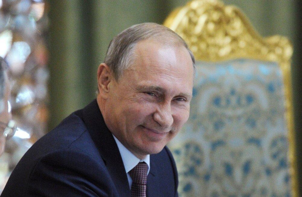 Putin Tadžikistanis