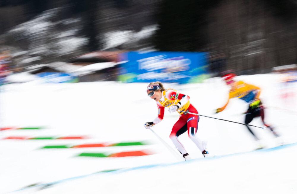 Johaug kukkus ja jäi Tour de Ski etapil isegi poodiumilt välja
