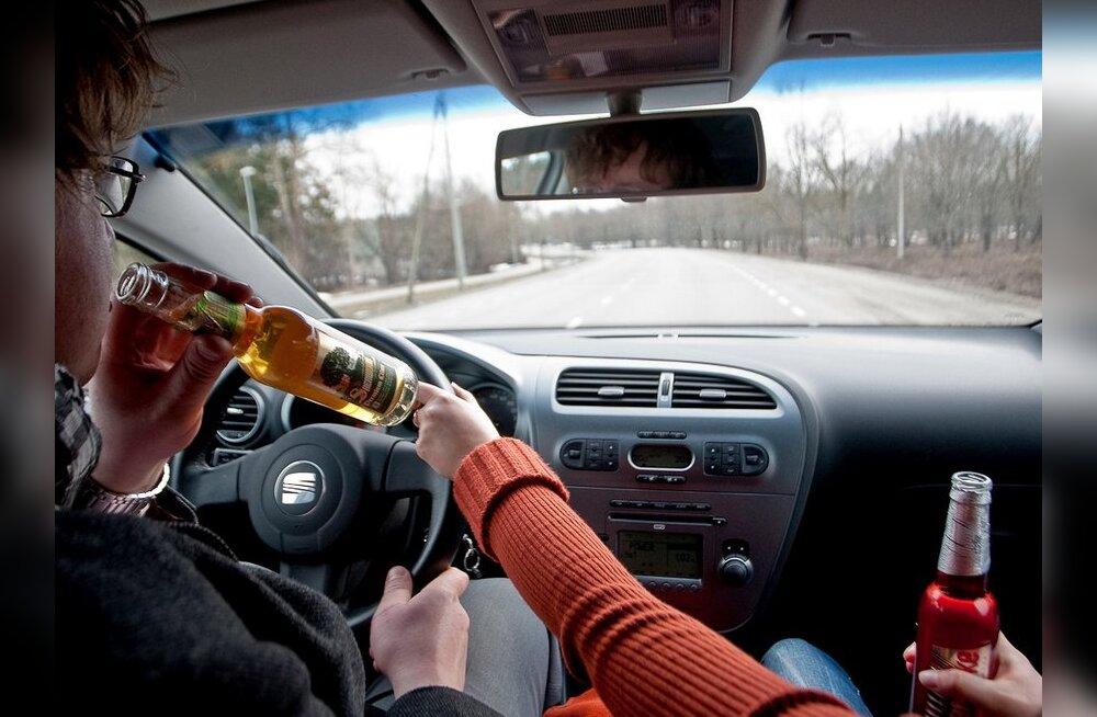 Eestlane tabati Soomes autoroolist neljapromillise joobega