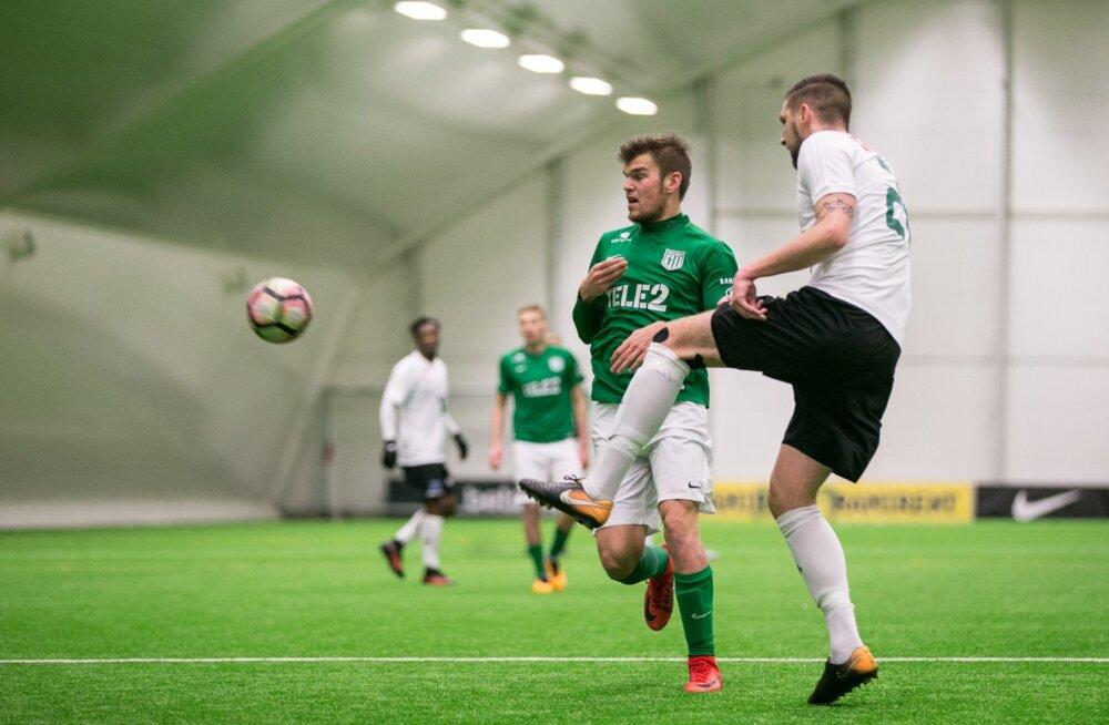 Frank Liivak (rohelises) tõmbas halliturniiri kohtumises Levadiaga selga FC Flora särgi, kuid tema siht on jätkata välismaal.