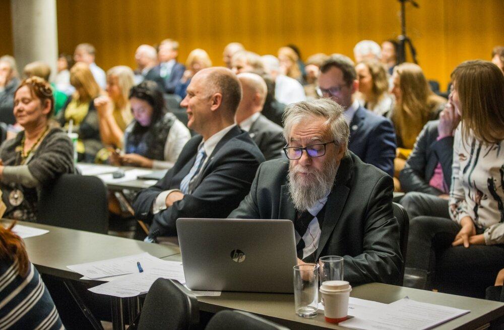 Tartu linnavolikogu erakorraline istung tselluloositehase arutelu küsimuses.
