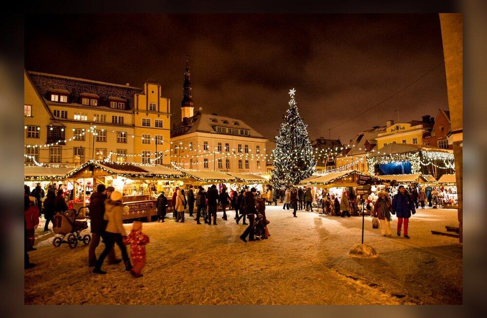 Jõulumeeleolu Tallinna Raekoja platsil.