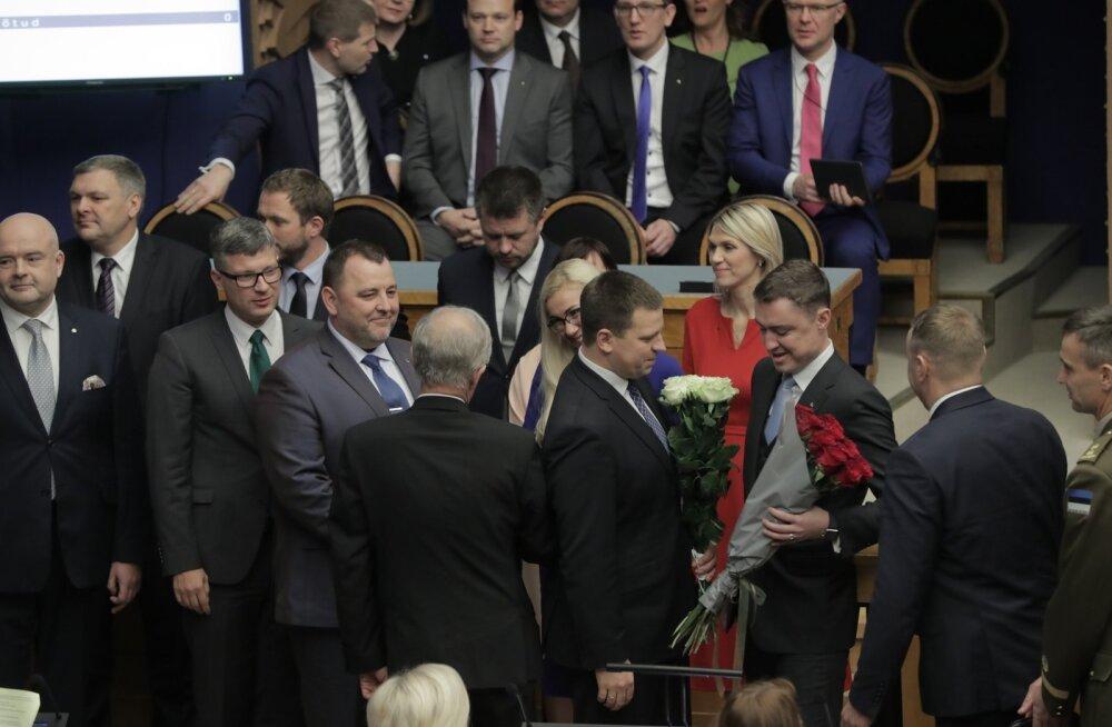 FOTOD ja VIDEO: Keskerakonna, IRLi ja sotside ministrid andsid riigikogus ametivande
