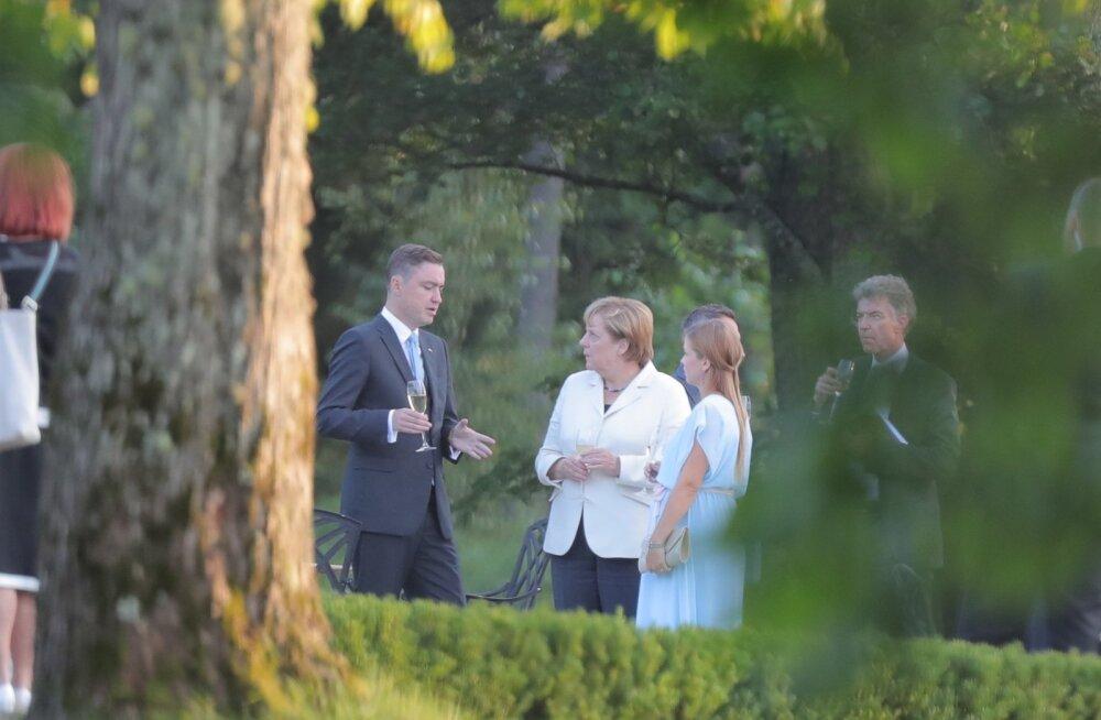 Pärast päeva ametlikku osa mindi õhtusöögile Kõltsu mõisa, kus arutati vabamas õhkkonnas Eesti ja Saksamaa suhteid ning Euroopa Liidu tulevikku.