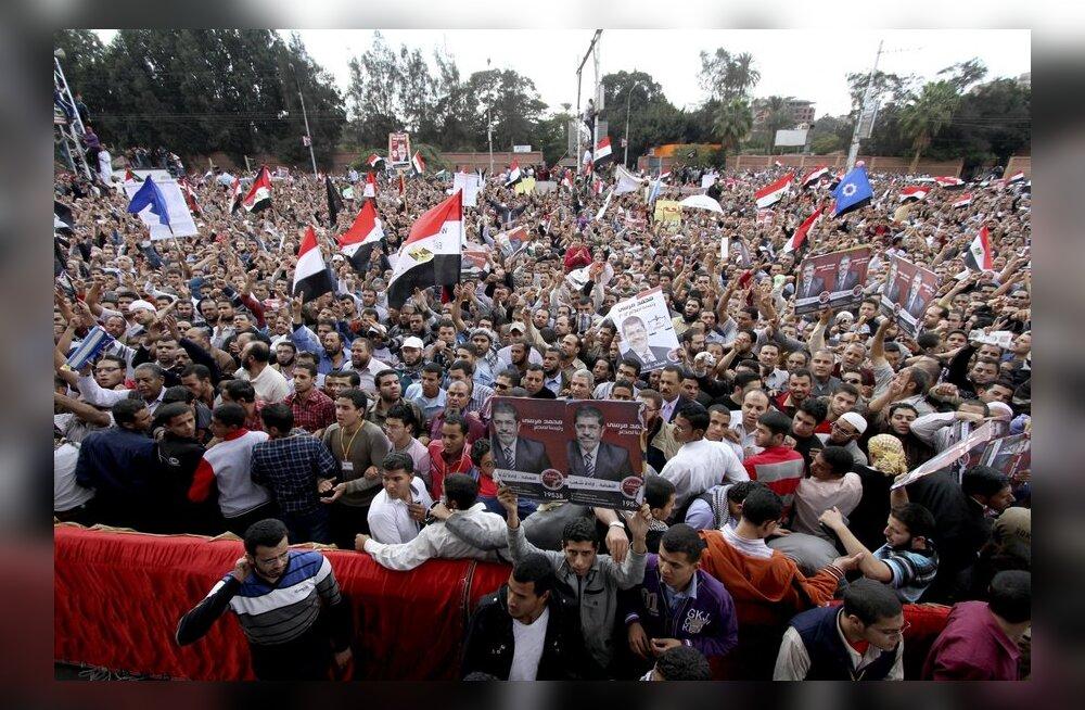 """Egiptuse """"uue vaarao"""" vastu ja toetuseks korraldatud protestid muutusid vägivaldseiks"""