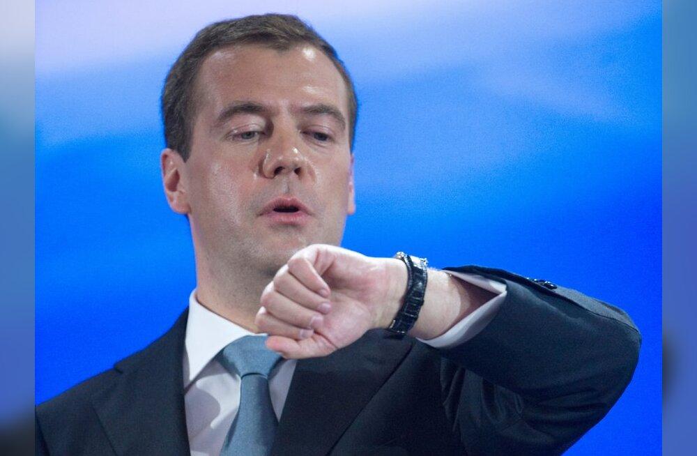 """Медведев высказался про """"лимит опозданий"""" - это шутка про Путина?"""