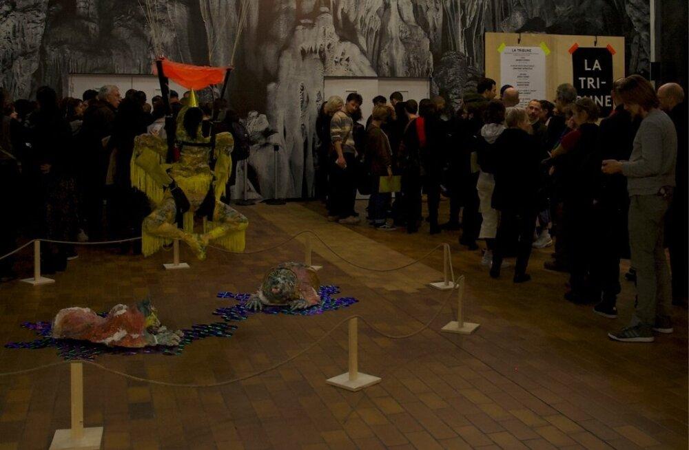"""Kris Lemsalu installatsioonist """"Star"""" oli teatrikülastajal võimatu mööduda seda märkamata."""