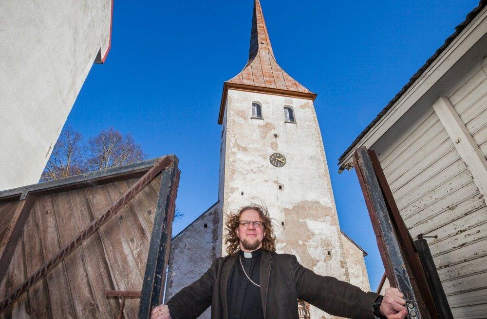 Tauno Toompuu on seda meelt, et kirik peab olema avatud ja kõik kirikuga seotu kergesti kättesaadav kõigis kaasaegsetes kanalites.