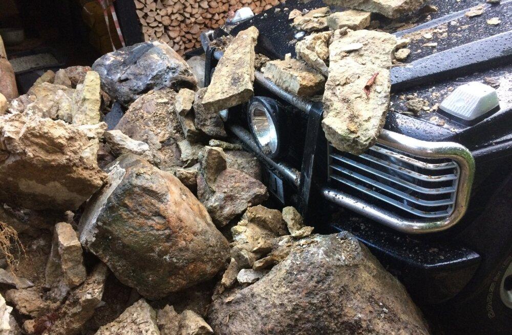 Kivimüür vajus auto peale