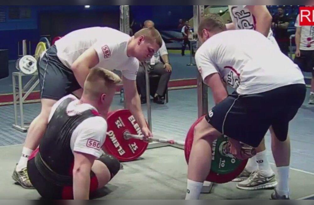 VIDEO | Võigas äpardus jõutõstmise MM-il: jalg väändus hüppeliigesest, 250 kilo rauda kukkus mehele peale