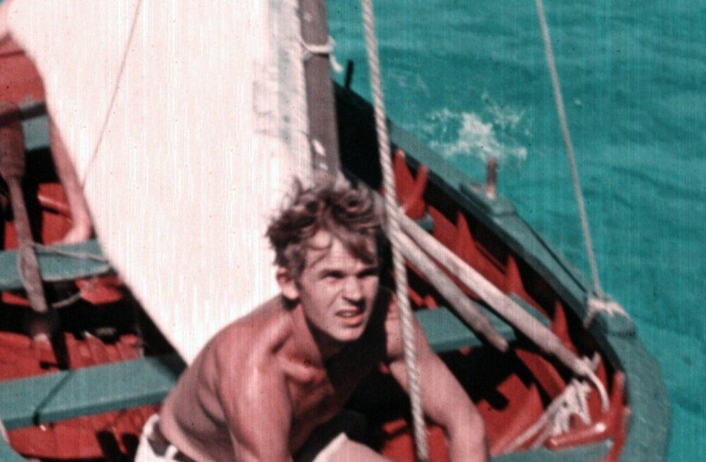 Ahto unistus oli prantslast Alain Gerbault'd järgides üksi ümber maakera reisida. Kas see õnnestus, selgub filmist.