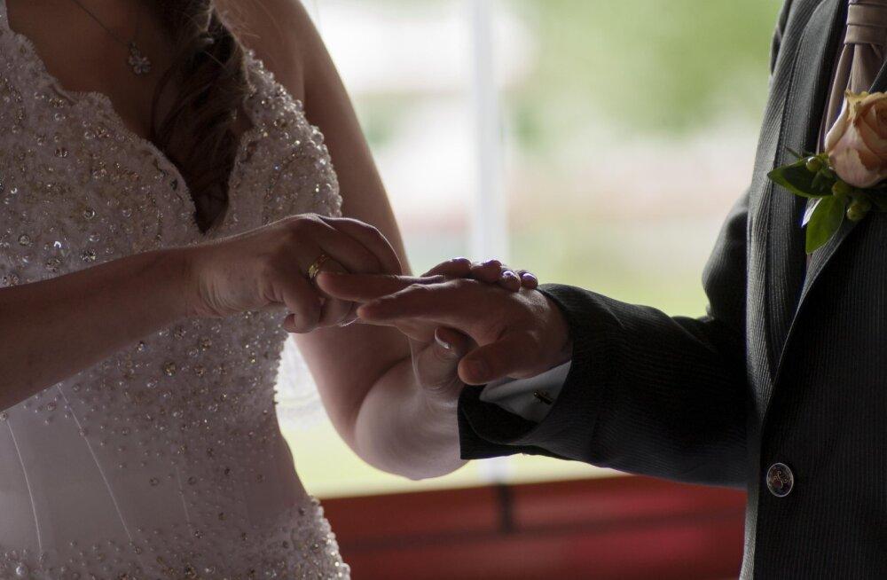 """""""Она слишком меня контролировала"""". 4 жениха, оставивших невест перед свадьбой, рассказали о причинах разрыва"""