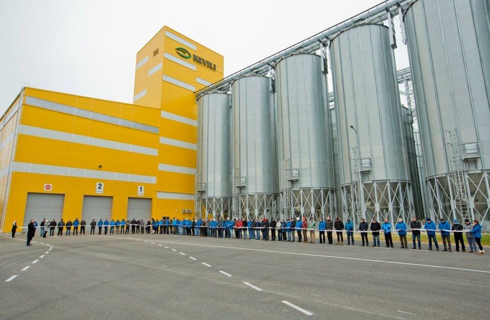 Lõuna-Eesti suurima, KEVILI viljaterminali avamisel Rõngus oli kohal palju ühistuliikmeid.