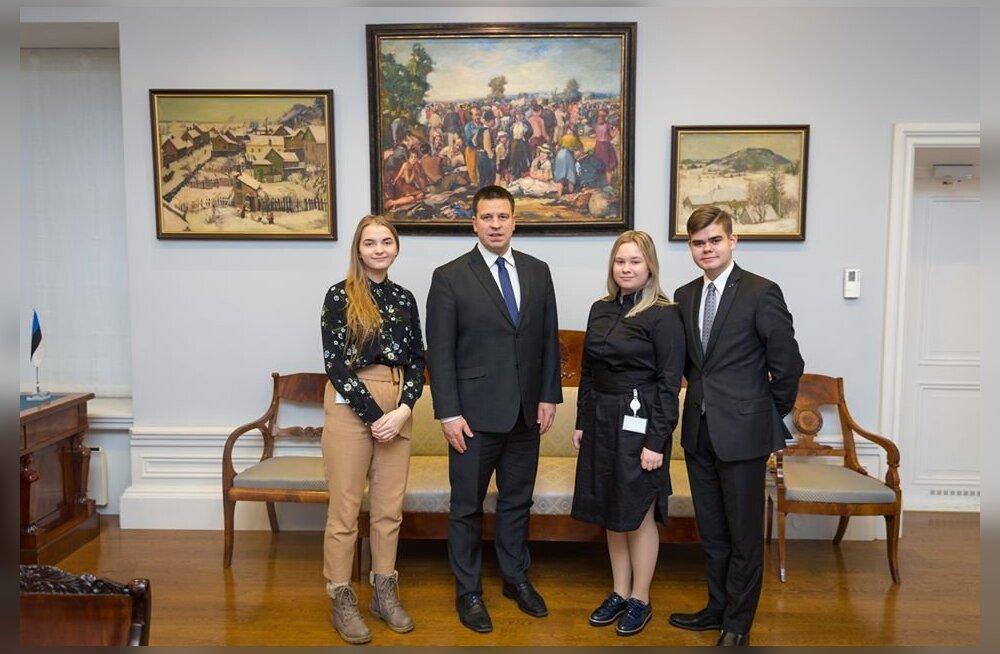 Ученик Линнамяэского русского лицея стал рабочей тенью премьер-министра