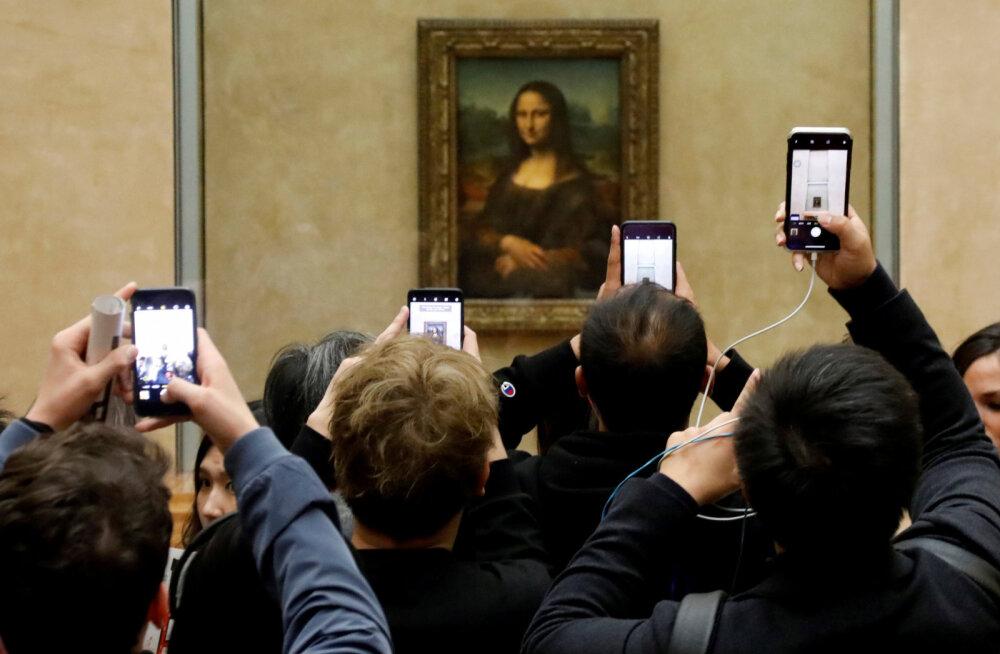 """В Лувре творится хаос из-за перемещенной """"Моны Лизы"""""""