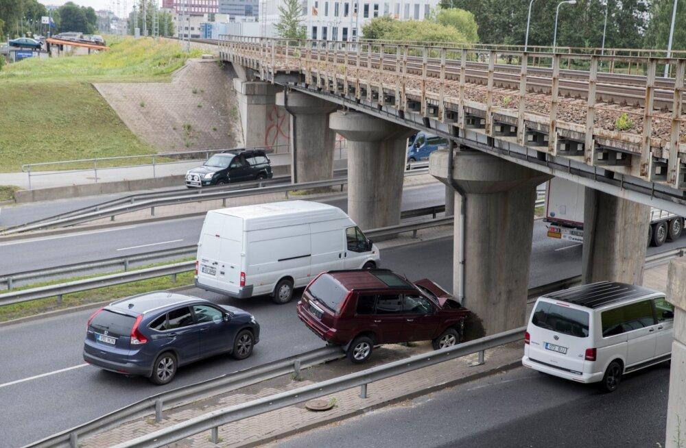Pärast avariid ei pea laskma autot parandada odavama teenusepakkuja juures, kui tavapäraselt tehakse.