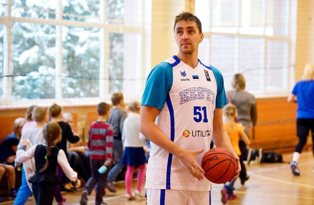 Reinar Hallik ja Korvpalliliit Narvas