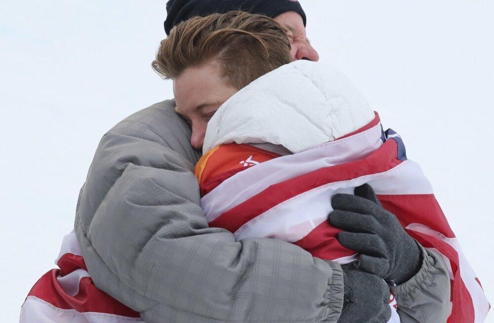 White oma isa kallistamas