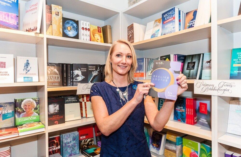 Kirjanduskonkursi BestSeller 2015 võitjad Reelika Lootus ja Marek Kahro esitlesid Raamatumessil oma võiduraamatuid