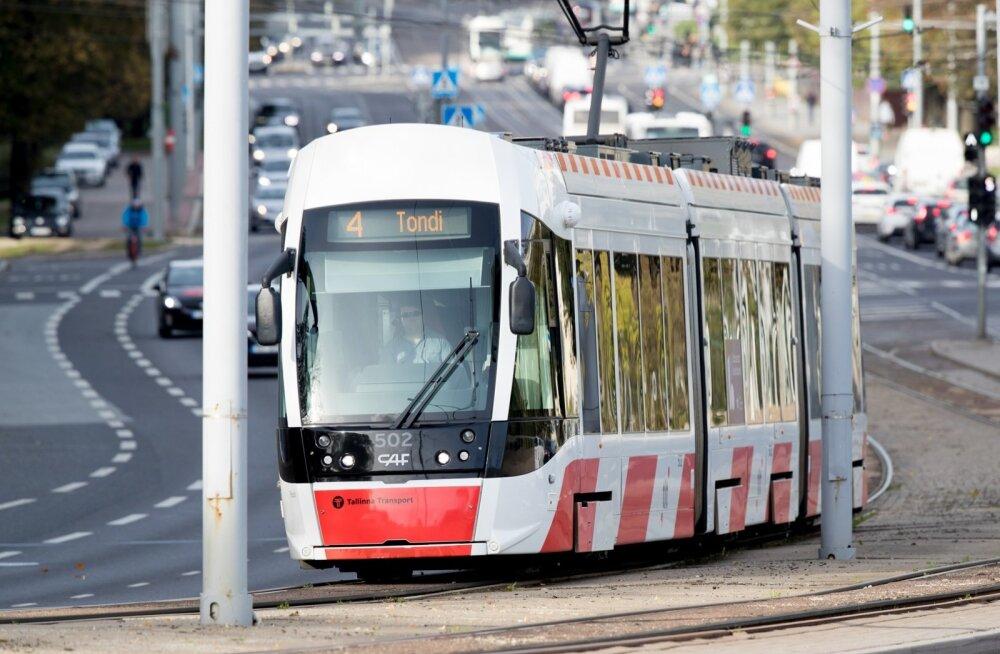 Ei oskakski loota, et ka trammis võib kruusiga vastu pead saada.
