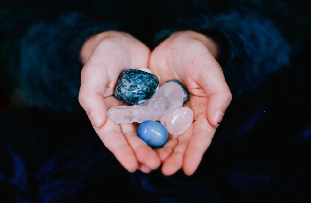 10 kõige võimsamat naiselikku väge andvat kristalli, mis peaksid leiduma ka sinu ehtelaekas
