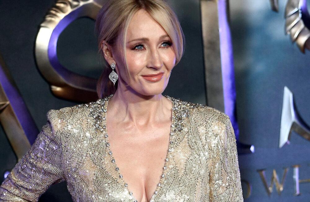 """Hinnatud autorist rahvavaenlaseks: J.K. Rowlingu käejäljed kallati """"verega"""" üle"""