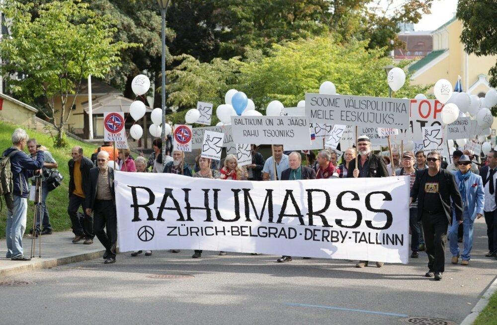 """ФОТО DELFI: В Таллинне начался """"Марш Мира"""" против НАТО"""