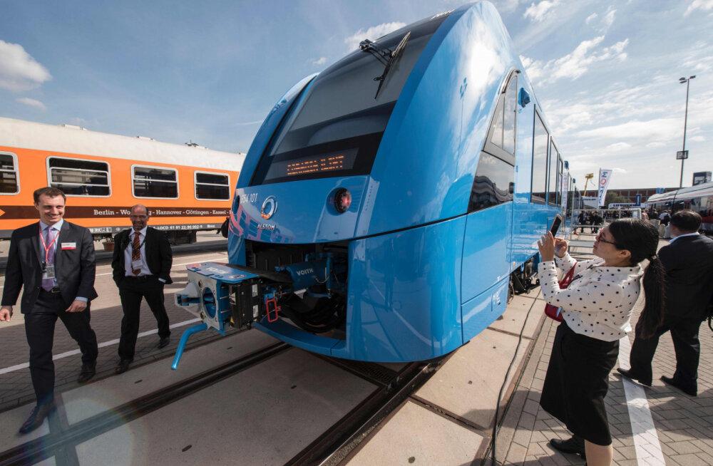 В Германии запустили первый в мире поезд на водородном топливе