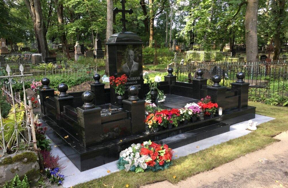 ФОТО: На могиле Николая Таранкова установили памятник стоимостью 60 000 евро