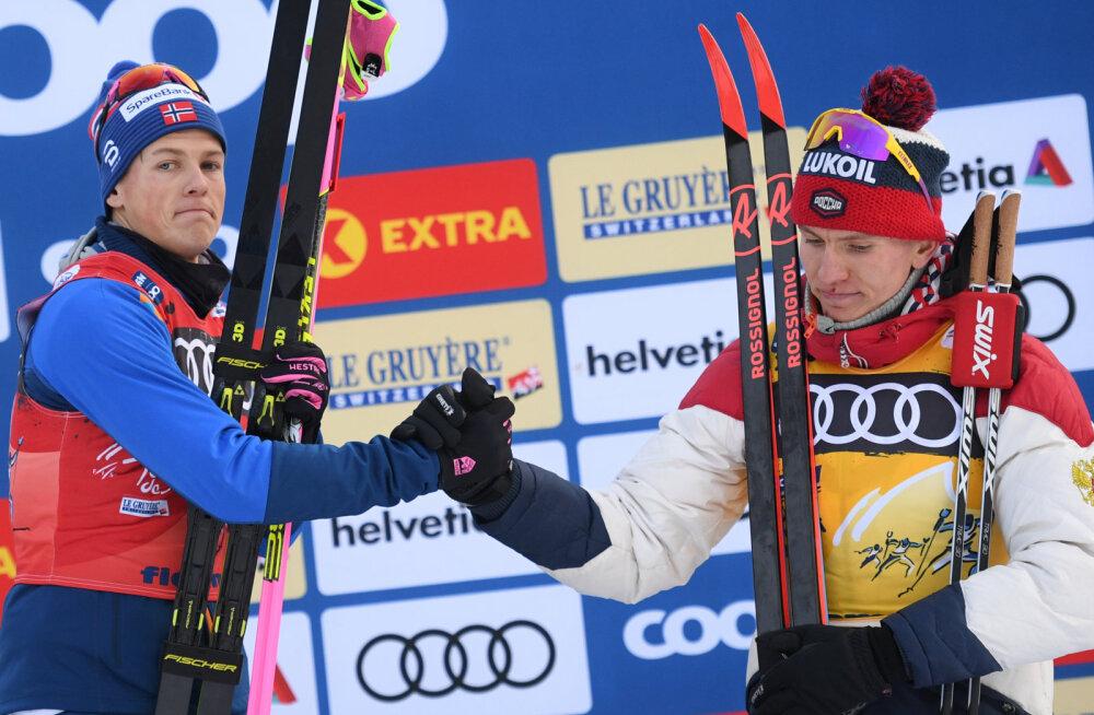 Johannes Hosflöt Kläbo ja Aleksander Bolšunov suruvad kätt