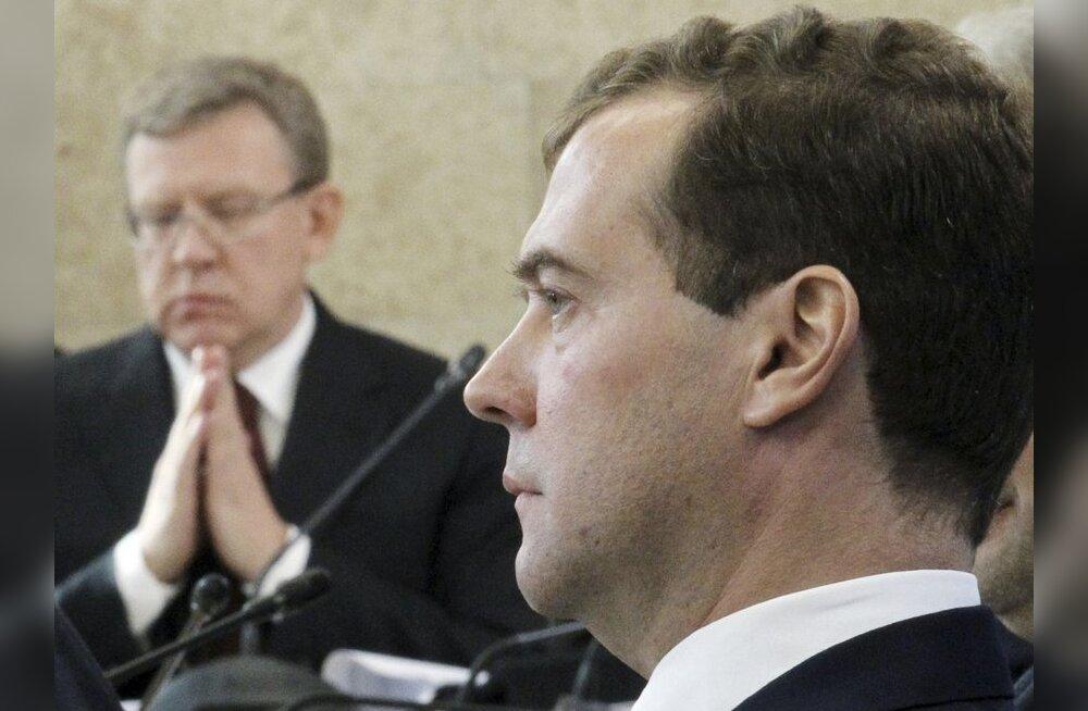 VIDEO: Medvedev noomis avalikult ministrit ja pani ette tagasi astuda