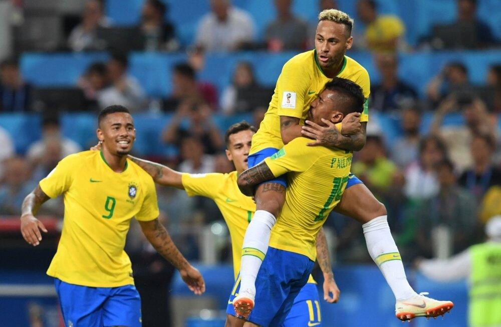 Neymar on senisel turniiril harjumatult palju pidanud toetuma kaaslastele. Costa Rica vastu lõi avavärava Paulinho, kellele Neymar on sülle hüpanud.