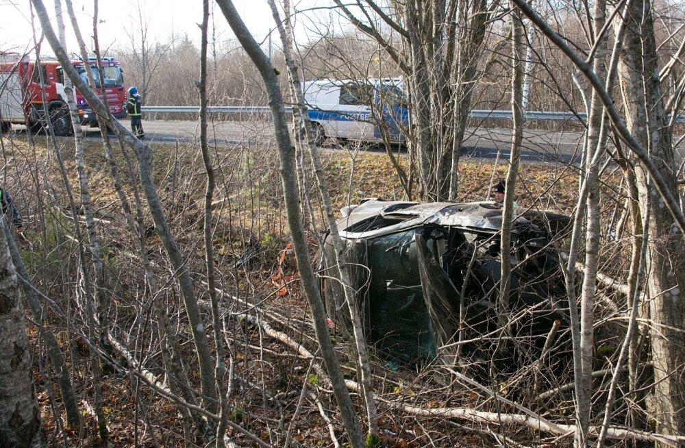 В волости Раэ автомобиль съехал с дороги и перевернулся, пострадали два человека