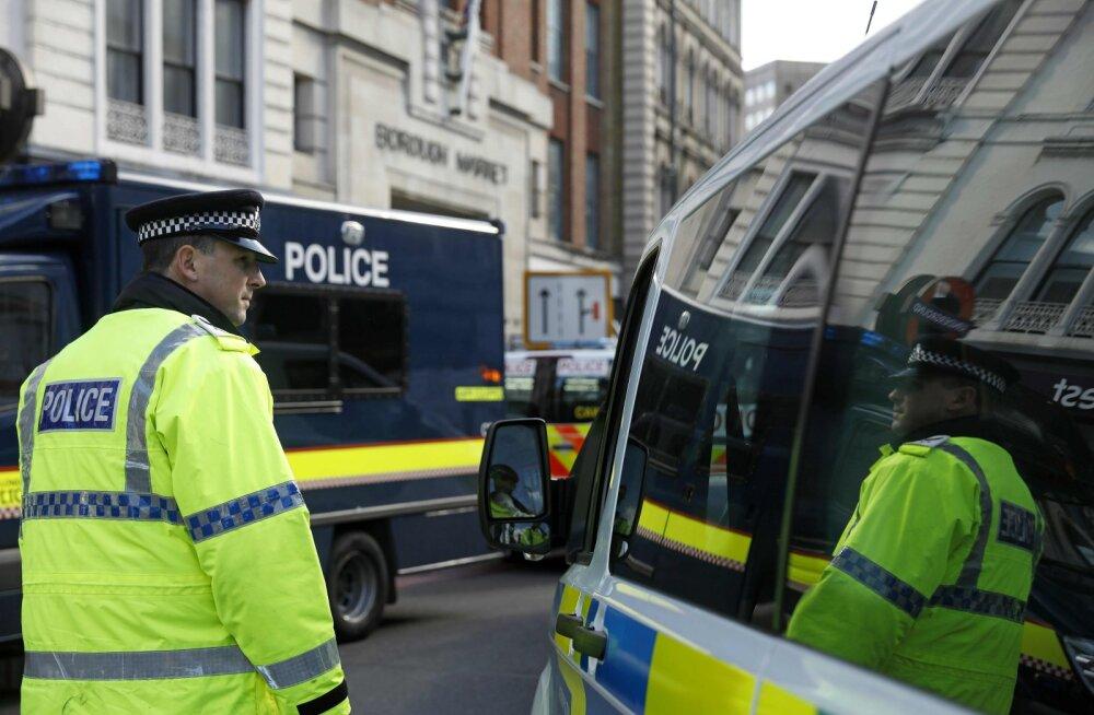 VIDEO I Londoni politsei pidas kinni hiiglaslikku matšeetet kandnud teismelise