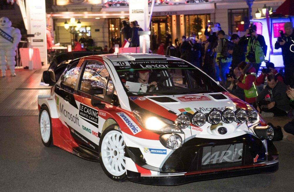 Jari-Matti Latvala Toyota roolis.