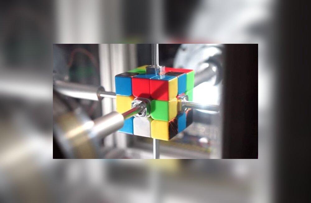VIDEO   Vaata, kuidas robot rekordkiirusel Rubiku kuubiku lahendab