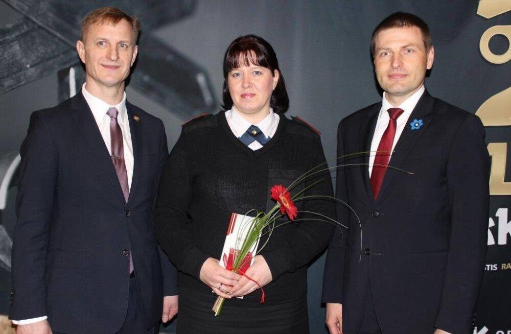 Häirekeskuse töötaja Anne Kuuskmann sai 18-aastase noormehe raudteelt päästmise eest teenetemärgi
