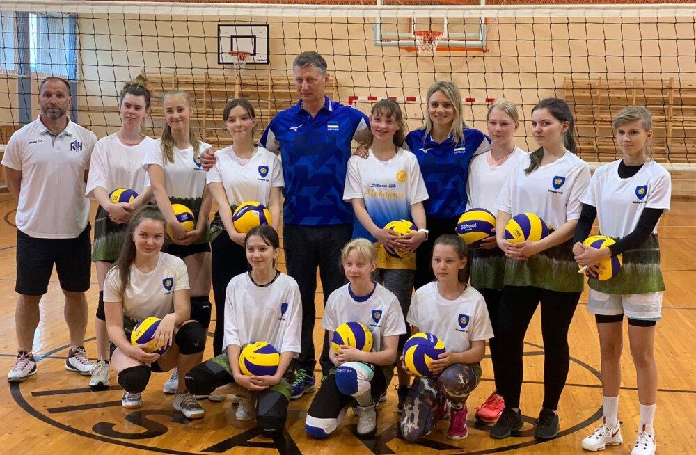 isaku võrkpallitüdrukud, Andrei Ojamets, Julija Mõnnakmäe ja Jaanus Liivak.