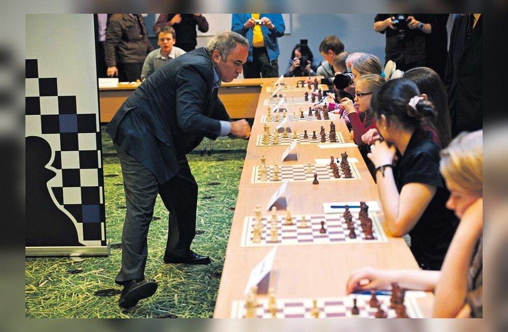 Malelegend Kasparov peab täna avaliku loengu ja annab heategevusliku malesimultaani