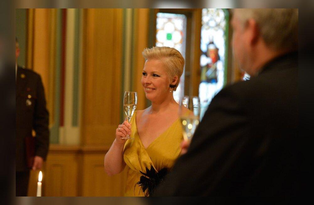 ФОТО: Эвелин Ильвес блистала на приеме в чудесном золотисто-желтом!