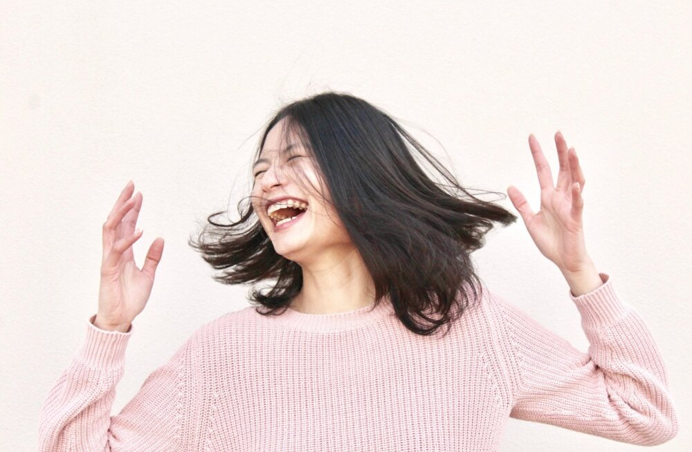 Sa ei suuda lõpetada kohatutes olukordades naermist? Siit saad paar nippi, et oma hüsteerilist naeru kontrollida