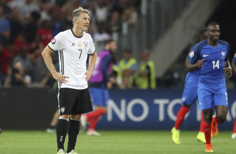 Koondisekarjääri lõpetanud Schweinsteiger lüüakse ka ManU-st minema?