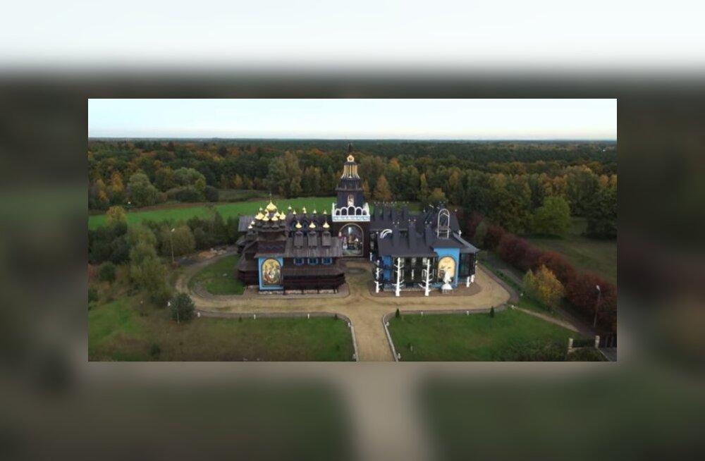 Золотые купола и Горбачев: продается самый странный дворец Германии
